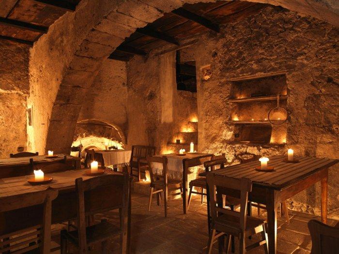 Средневековый отель в горах Италии (20 фото)