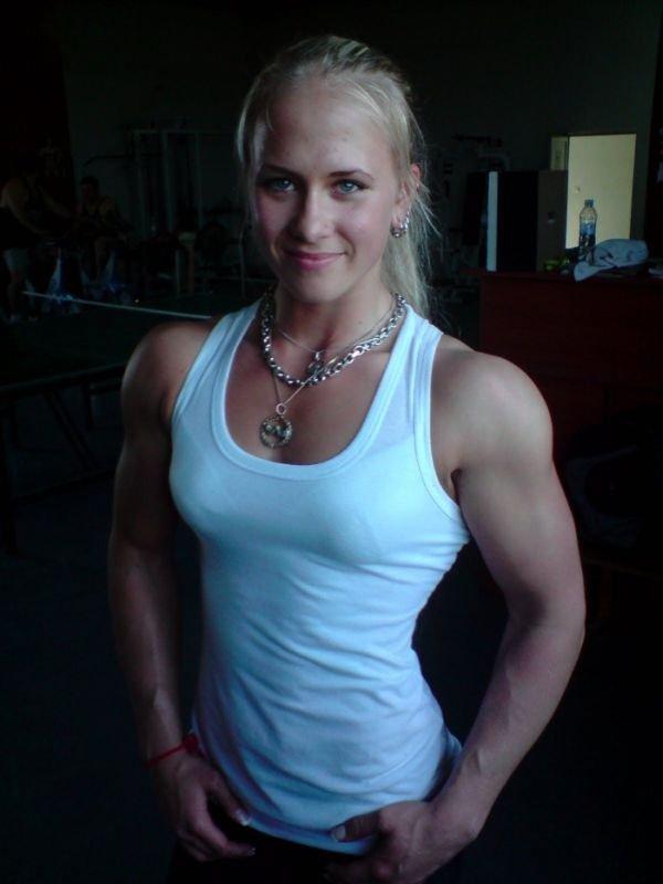 Сильная блондинка (15 фото)