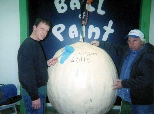 Покрасил мячик (16 фото)