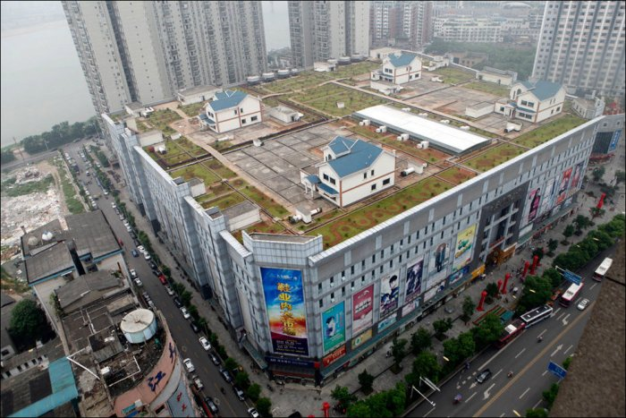 Дома на крыше торгового центра (5 фото)