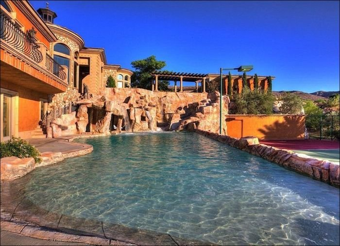 Дом с аквапарком (20 фото)