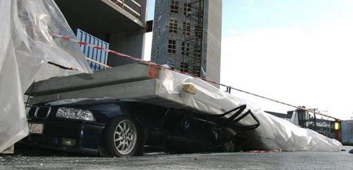 BMW против строительных плит (5 фото)