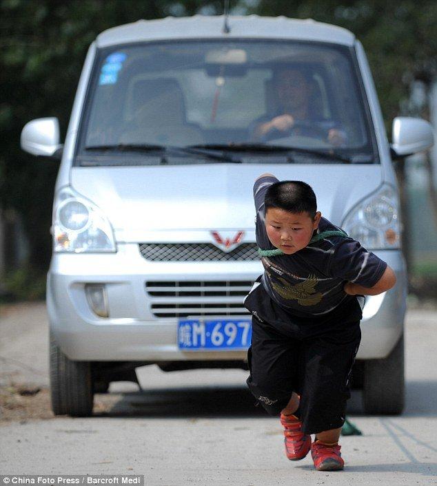 Семилетний силач (6 фото)