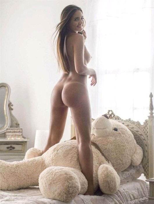 Продавщица девственности снялась в Playboy (12 фото)