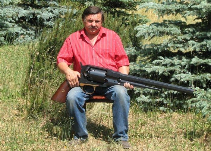 Огромный пистолет (9 фото)