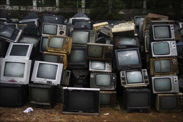 Кладбище телевизоров (6 фото)
