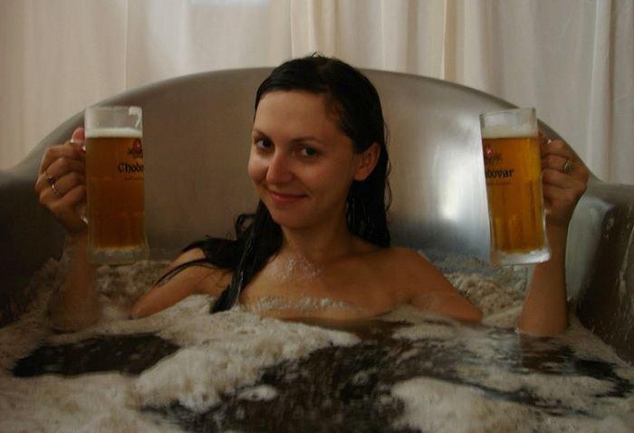Девушки и пиво (38 фото)