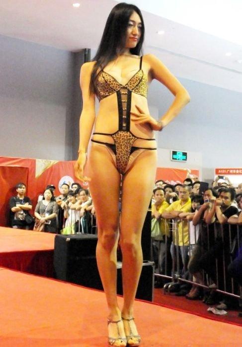 Выставка для взрослых в Китае (40 фото)