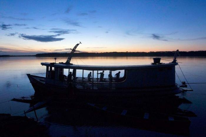 Ловля самой большой пресноводной рыбы в мире (18 фото)