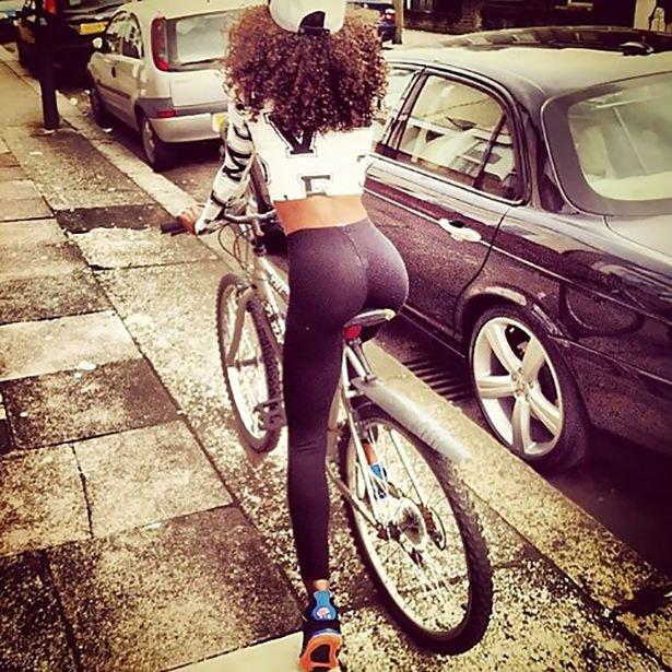 Красивые велосипедистки (34 фото)