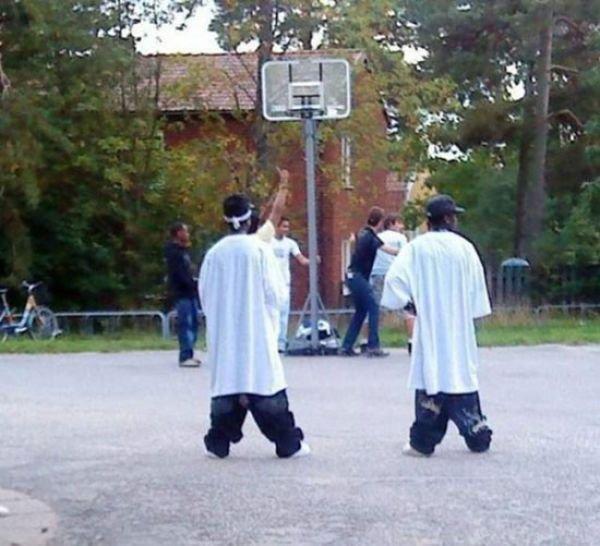 Мода на приспущенные штаны (20 фото)