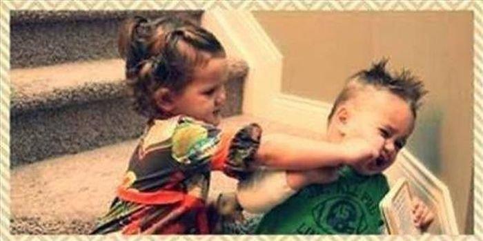 Отношения мужчин и женщин на примере двух малышей (3 фото)