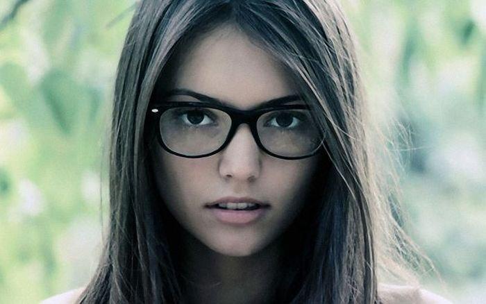 Девушки в очках (50 фото)