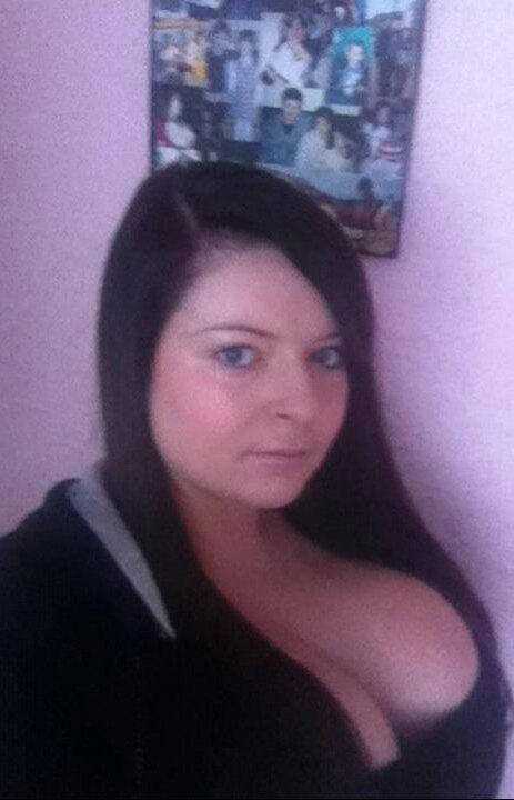 18-летняя девушка с огромной грудью (14 фото)