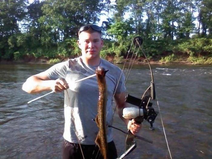 Чужой в реке (3 фото)