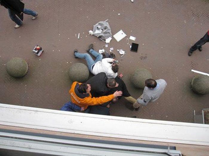 Люди остановили ограбление (16 фото)