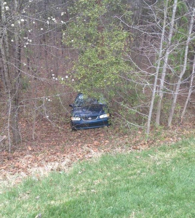 Парень потерял машину (3 фото)