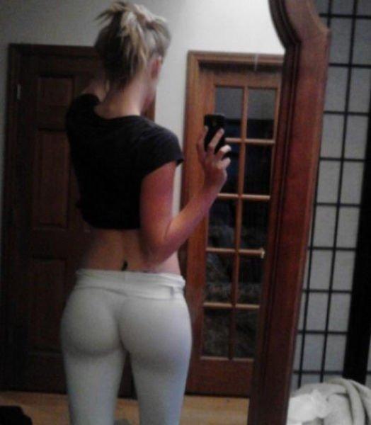 Девушки в обтягивающих штанишках (62 фото)