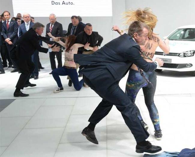 Femen атаковали Путина (15 фото)