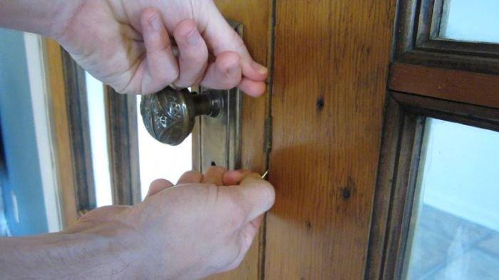 Как открыть замок при помощи скрепки (48 фото)