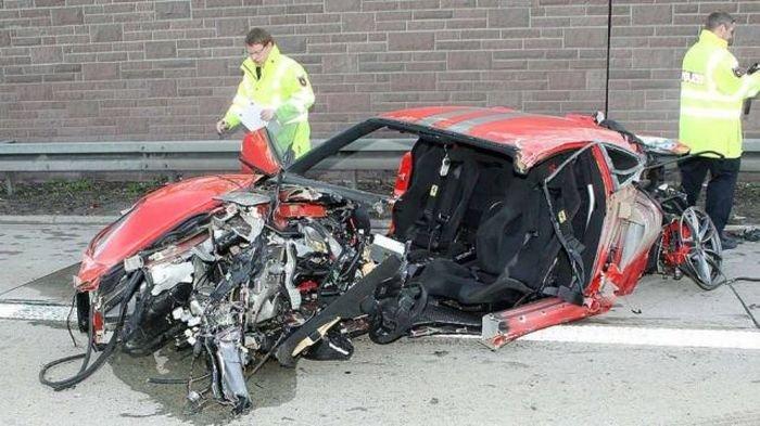 Ferrari 430 Scuderia попал в аварию на скорости 300 км/час (7 фото)