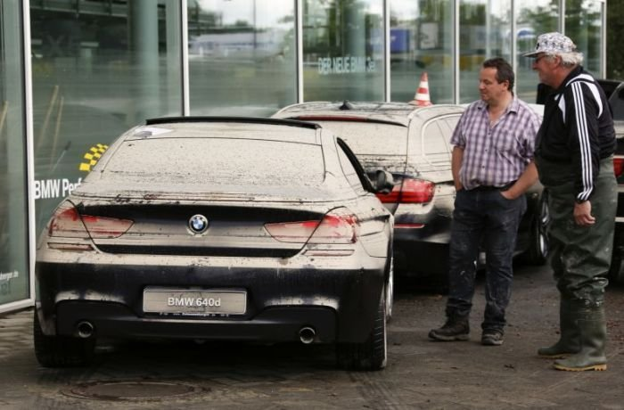 Затопленные автомобили в Европе (35 фото)