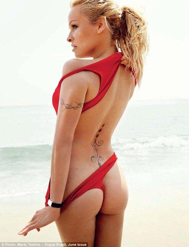 Памела Андерсон для журнала Vogue (6 фото)