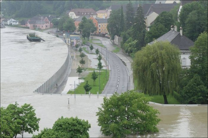 Защита от наводнения в Австрии (3 фото)