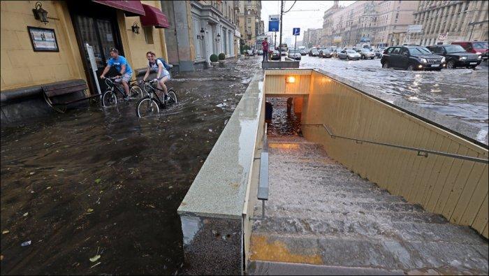 Последствия ливня в Москве (22 фото)