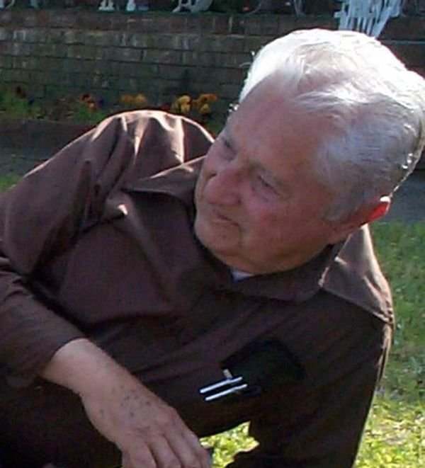 Банда малолеток напала на дедушку (6 фото)