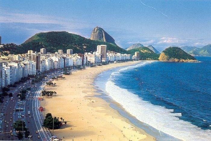 Пляж в Рио-де-Жанейро (3 фото)