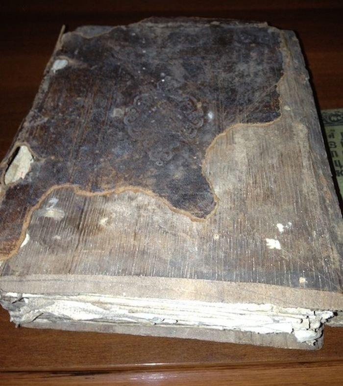 Старинная книга (4 фото)