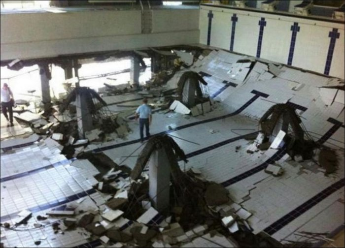 В Краснодаре обрушился Бассейн (6 фото)