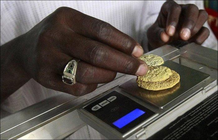 Ручная добыча золота в Южном Судане (21 фото)