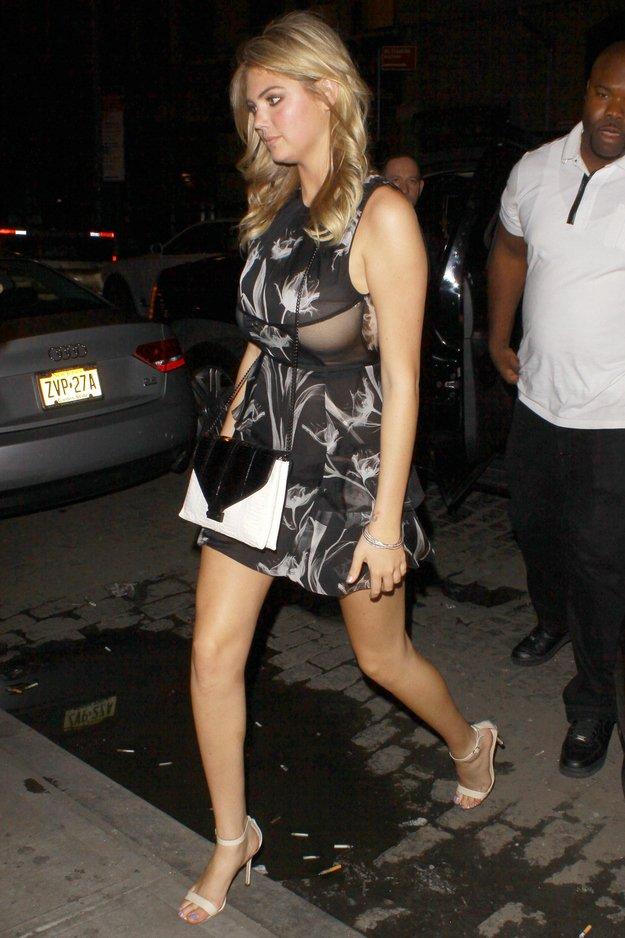 Кейт Аптон в откровенном платье (9 фото)
