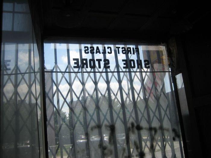 Старый обувной магазин (32 фото)