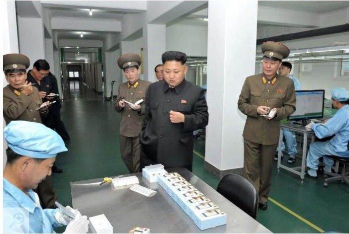 Первый северокорейский смартфон (6 фото)
