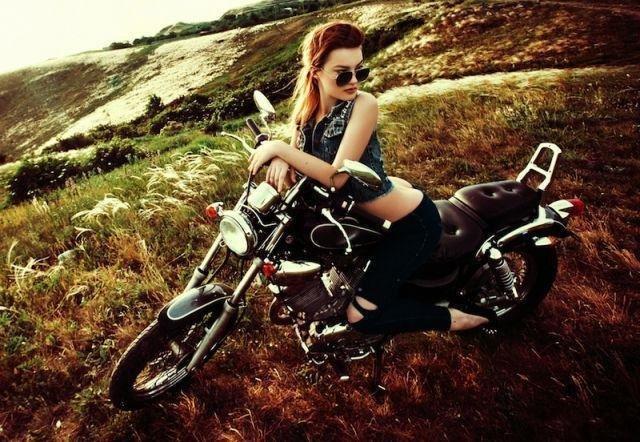 Девушка продает мотоцикл (6 фото) НЮ!