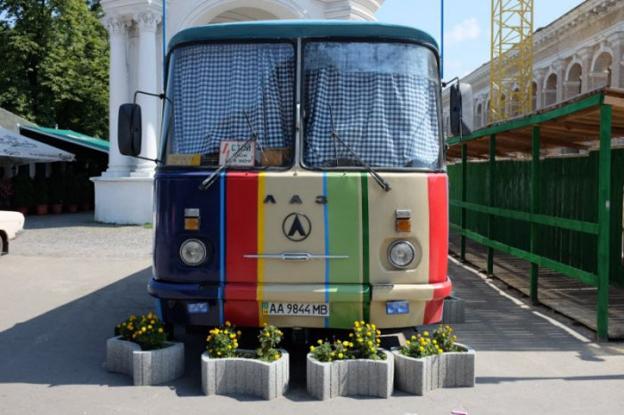 Кафе из автобуса (12 фото)