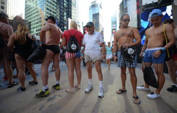 Парад нижнего белья в Нью-Йорке (15 фото)