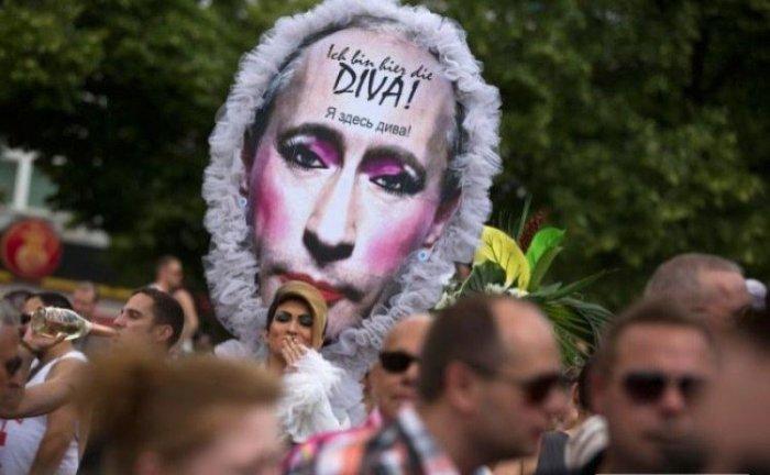 Путин - враг геев (17 фото)