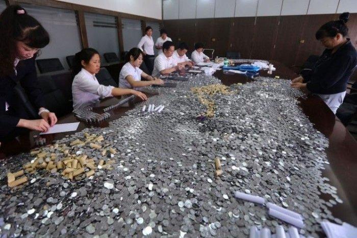 Китаец выплатил компенсацию (7 фото)