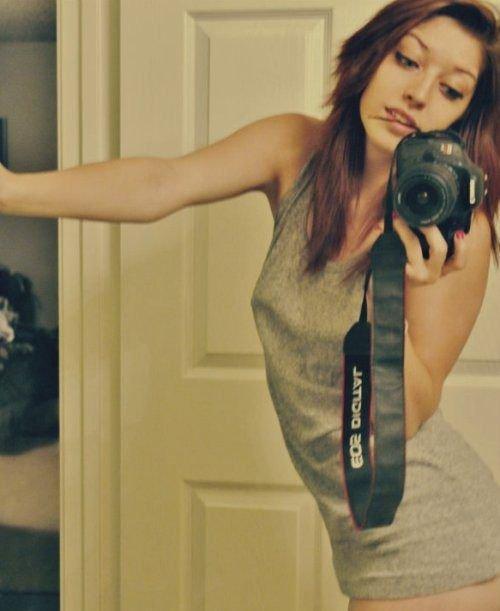 Девушки фотографируют себя (40 фото)