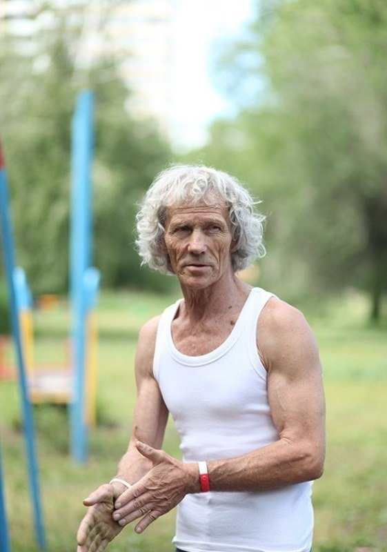 Пожилой турникмен (6 фото)