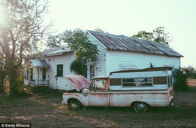 Заброшенный дом (11 фото)