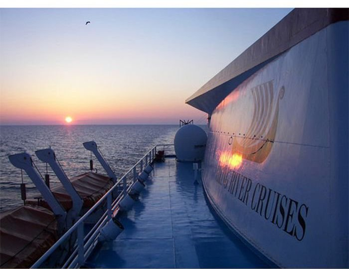 Жизнь персонала круизного лайнера (42 фото)