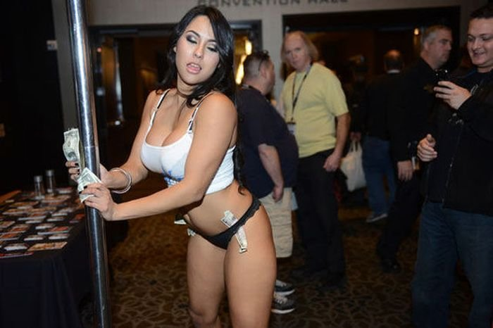 Adult Entertainment Expo 2014 (37 фото)