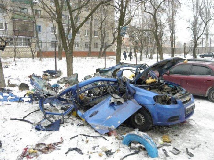 Взрыв газового баллона в машине (7 фото)