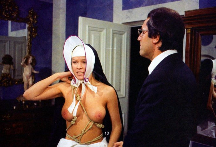 итальянские эротические фильмы хорошего качества слегка сутулясь