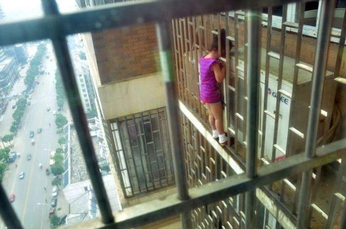 Девушки, попавшие в затруднительное положение (32 фото)